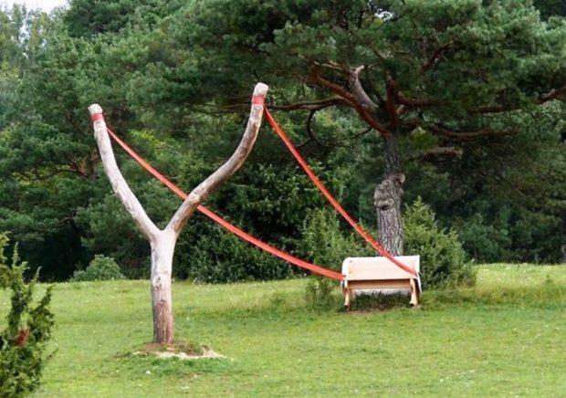 опасная скамейка