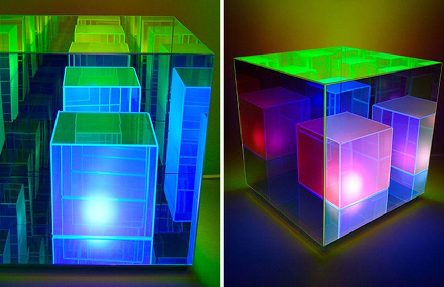 «Куб нескінченності» - зачаровує настільна лампа