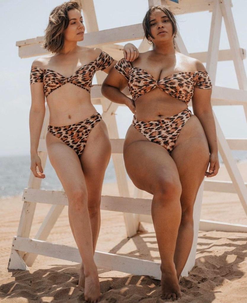 Две подруги показали, как одинаковая одежда будет смотреться на девушках с разными фигурами